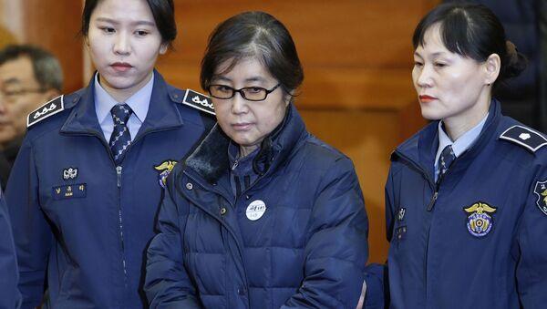 Przyjaciółka byłej prezydent Korei Południowej Park Geun-hye Choi Soon-sil skazana na trzy lata więzienia za korupcję i ingerencję w polityczne sprawy państwa - Sputnik Polska