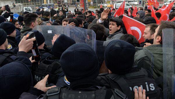 Uczestnicy antyamerykańskiej demonstracji w Ankarze, Turcja - Sputnik Polska