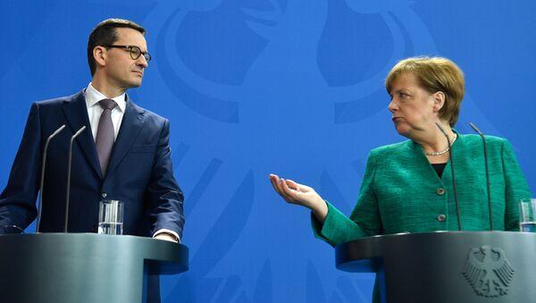 Premier Polski Mateusz Morawiecki i kanclerz Niemiec Angela Merkel - Sputnik Polska