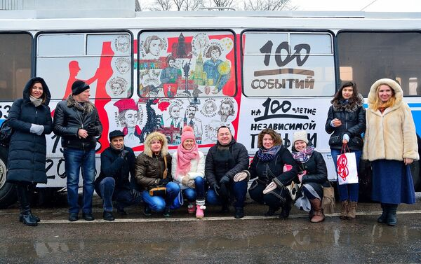 Uczestnicy muzycznego flash mobu w polskim trolejbusie w Moskwie. - Sputnik Polska
