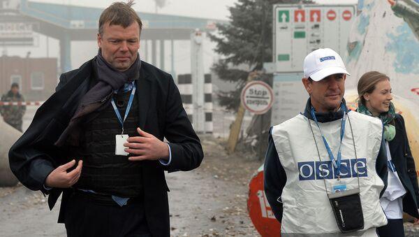 Wiceszef specjalnej misji monitoringowej OBWE na Ukrainie Alexander Hug - Sputnik Polska