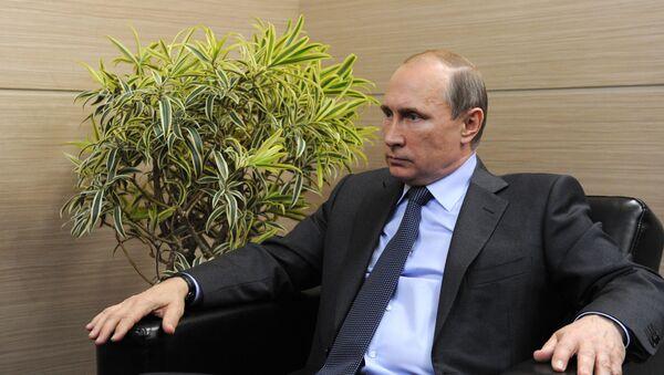 Prezydent Rosji Władimir Putin udziela wywiadu szwajcarskim mediom w Petersburgu - Sputnik Polska