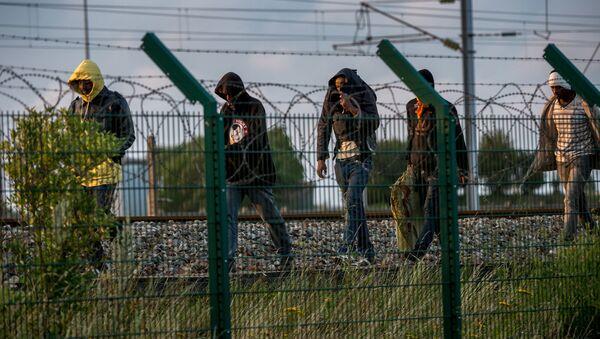 Imigranci na północy Francji - Sputnik Polska