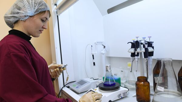 Pracownica zakładu produkcji antybiotyków Biochimik w Sarańsku - Sputnik Polska