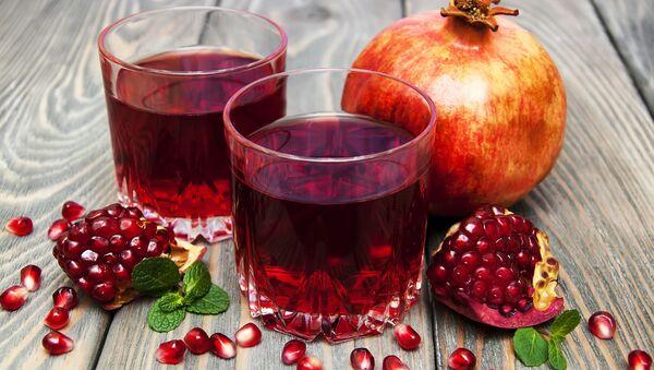 Spożywanie soków owocowych na pusty żołądek negatywnie wpływa na florę bakteryjną jelit - Sputnik Polska