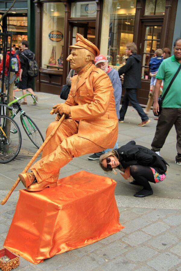 Rzeźba Busker w Londynie - Sputnik Polska