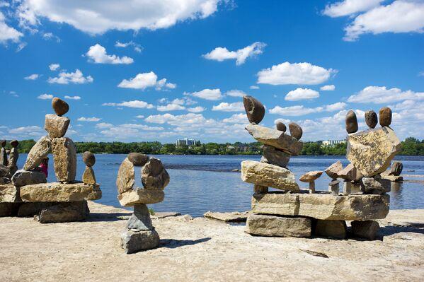 Rzeźby Remic Rapids Balanced Rock Sculptures w Kanadzie - Sputnik Polska