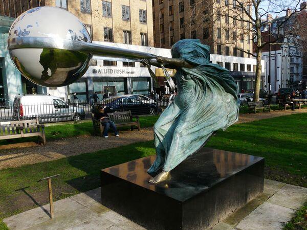 Rzeźba The Force of Nature w Londynie - Sputnik Polska