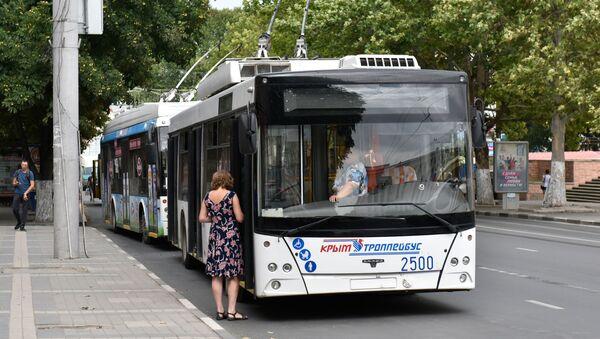 Trolejbus na jednej z ulic Symferopolu - Sputnik Polska