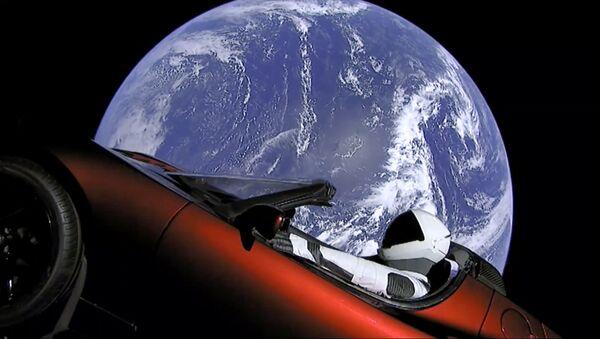 SpaceX wystrzelił w kosmos rakietę Falcon Heavy z kabrioletem Tesla - Sputnik Polska