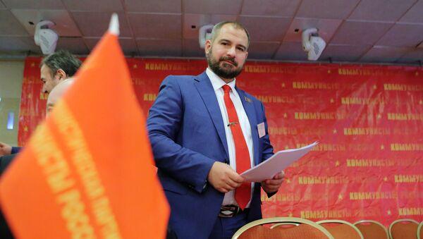 Kandydat na prezydenta Rosji Maksim Surajkin na zjęździe partii Komuniści Rosji - Sputnik Polska