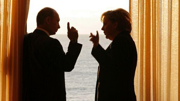Prezydent Rosji Władimir Putin i kanclerz Niemiec Angela Merkel w Soczi, 2007rok  - Sputnik Polska