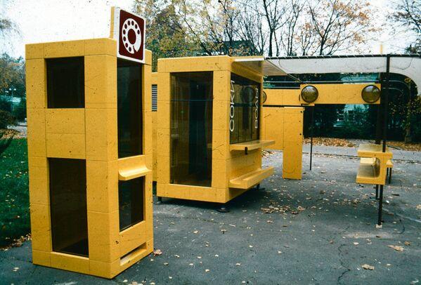 W Tbilisi w 1986 roku przeprowadzono eksperyment w zakresie tworzenia zupełnie nowego środowiska. Z pięciu modułów montowano różne konstrukcje uliczne, m.in. kioski, fontanny, ławki i piaskownice dla dzieci. Używano niedrogich, antywandalowych materiałów pochodzących z recyklingu. - Sputnik Polska