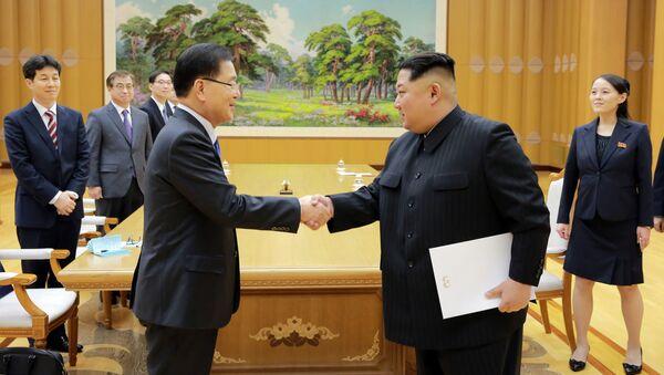 Spotkanie lidera KRLD Kim Dzong Una z szefem Dyrekcji Bezpieczeństwa Narodowego przy prezydencie Republiki Korei Chung Eui-yongiem w Pjongjangu - Sputnik Polska