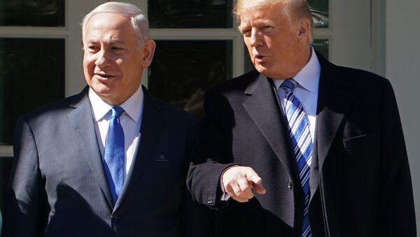 Premier Izraela Binjamin Netanjahu i prezydent USA Donald Trump na spotkaniu w Waszyngtonie - Sputnik Polska