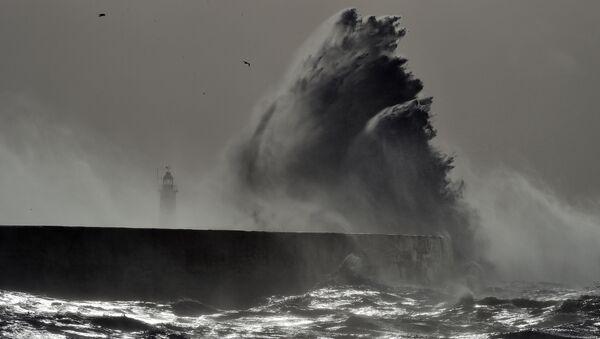 Sztorm Doris na wybrzeżu Anglii - Sputnik Polska