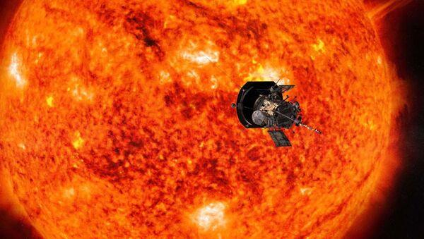 Aparat kosmiczny Parker Solar Probe zbliżający się do Słońca - Sputnik Polska