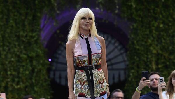 Włoska projektantka mody Donatella Versace - Sputnik Polska