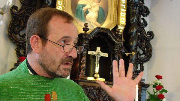 Ojciec Jose María Vegas, egzorcysta moskiewskiej diecezji katolickiej. - Sputnik Polska