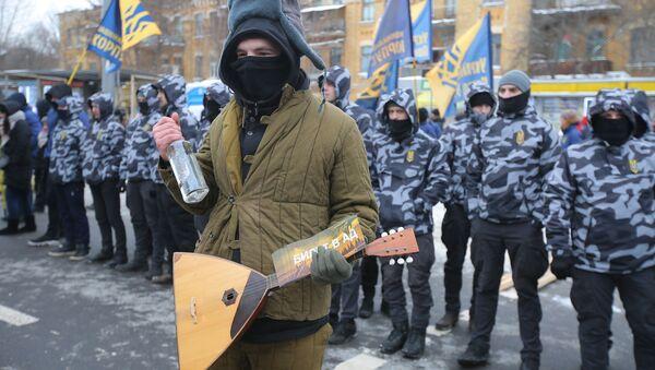 Na akcję przed budynkiem ambasady Rosji w Kijowie przyszła ponad setka nacjonalistów - Sputnik Polska