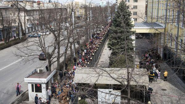 Kolejka do lokalu wyborczego, Biszkek  - Sputnik Polska