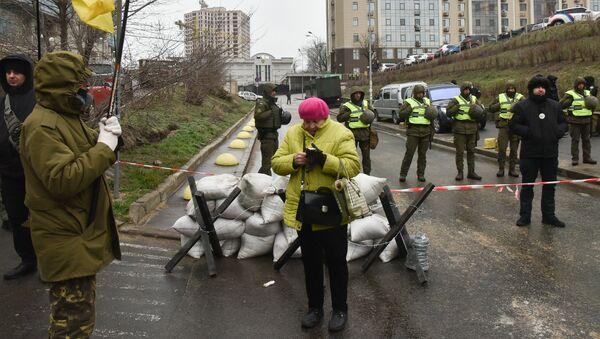 Pracownicy Ministerstwa Spraw Wewnętrznych Ukrainy oraz przedstawiciele organizacji nacjonalistycznych blokują budynek rosyjskiego konsulatu w Odessie w związku z wyborami prezydenckimi w Rosji - Sputnik Polska
