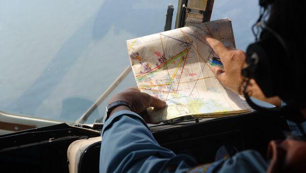 Członek załogi wietnamskiego śmigłowca MI-171 uczesnistniczącego w operacji poszukiwawczej malezyjskiego Boeinga MH370 - Sputnik Polska