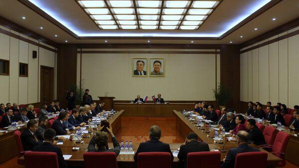 Posiedzenie Międzyrządowej Komisji ds. Współpracy Handlowo-Gospodarczej i Naukowo-Technicznej między Federacją Rosyjską a KRLD w Pjongjangu - Sputnik Polska