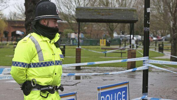 Kordon policyjny w Salisbury na miejscu, gdzie znaleziono otrutych Skripalów - Sputnik Polska