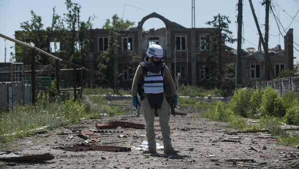 Przedstawiciel OBWE patroluje terytorium na wschodzie Donbasu - Sputnik Polska