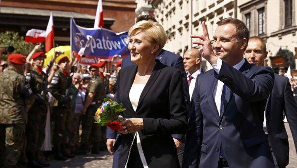 Nowy prezydent Polski Andrzej Duda z żoną Agatą Kornhauser-Duda na ulicy Starego Miasta w Warszawie - Sputnik Polska