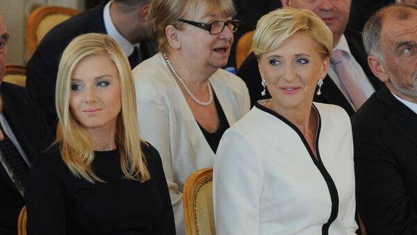 Pierwsza dama Polski Agata Kornhauser-Duda z córką Kingą Dudą na ceremonii inauguracji - Sputnik Polska