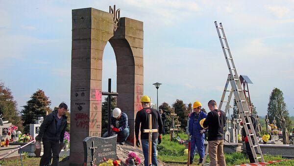 Demontaż pomnika UPA w Hruszowicach - Sputnik Polska