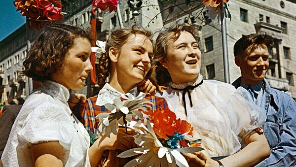 Radziecka młodzież podczas demonstracji w Moskwie, 1 maja 1959 r. - Sputnik Polska