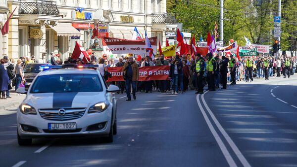 Pierwszomajowa demonstracja sztabu obrońców rosyjskich szkół w Rydze - Sputnik Polska