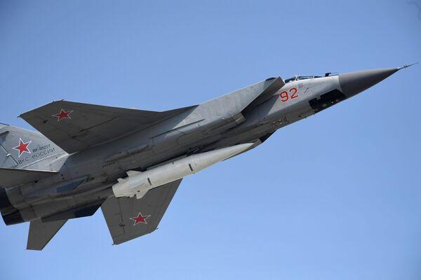 """Niszczyciel MiG-31K z najnowszym systemem rakietowym """"Kinżał"""" podczas próby przed Paradą Zwycięstwa - Sputnik Polska"""