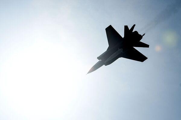 """Niszczyciel MiG-31K z najnowszym systemem rakietowym """"Kinżał"""" podczas próby przed Paradą Zwycięstwa w Moskwie - Sputnik Polska"""
