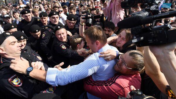 Задержание оппозиционера Алексея Навального во время несанкционированного митинга в Москве - Sputnik Polska