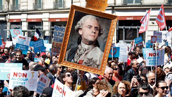 Demonstracja przeciwko Macronowi w Paryżu - Sputnik Polska