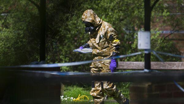 W Salisbury przystąpiono do sprzątania miejsc związanych ze sprawą otrucia Skripala - Sputnik Polska