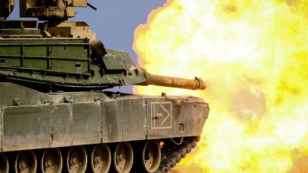 """Amerykański czołg M1 """"Abrams"""" podczas ćwiczeń wojskowych - Sputnik Polska"""
