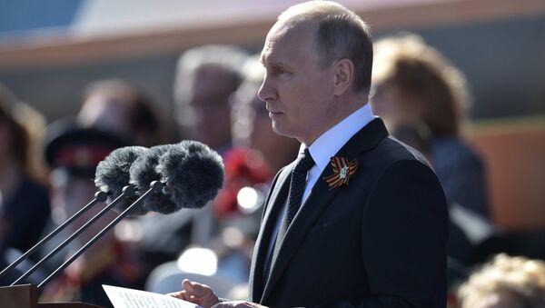 Władimir Putin przemawia podczas Defilady Zwycięstwa 2018 - Sputnik Polska