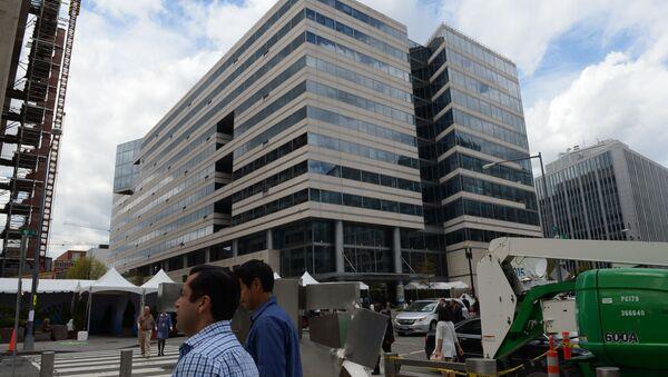 Przed budynkiem Międzynarodowego Funduszu Walutowego w USA - Sputnik Polska