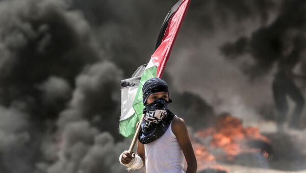 Protesty Palestyńczyków na granicach Strefy Gazy przekształciły się w starcia z izraelskimi żołnierzami - Sputnik Polska