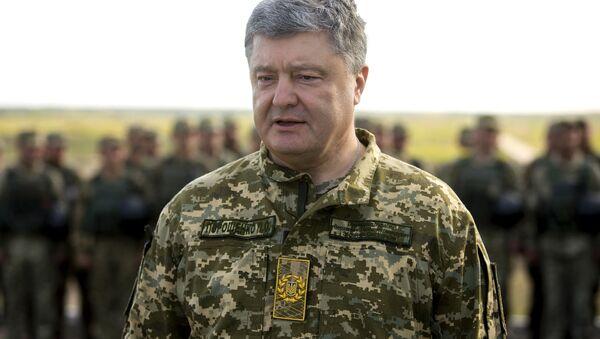 Prezydent Ukrainy Petro Poroszenko na poligonie wojskowym - Sputnik Polska