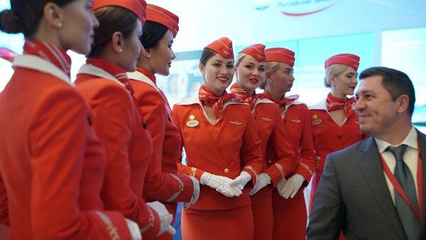Stewardesy linii lotniczej Aeroflot na Międzynarodowym Forum Ekonomicznym w Petersburgu - Sputnik Polska