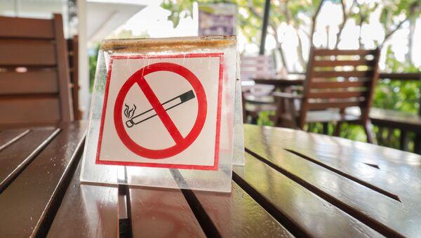 Znak zakazu palenia - Sputnik Polska