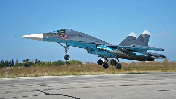 Su-34 w bazie Hmeimim w Syrii - Sputnik Polska