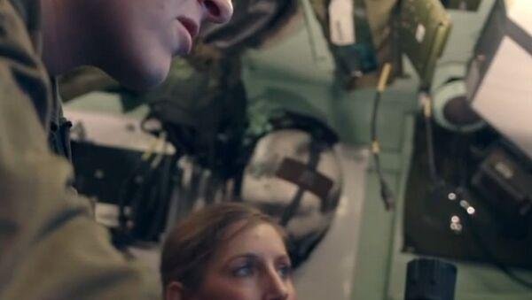 Dziewczyna, która pełni służbę w wojsku - Sputnik Polska