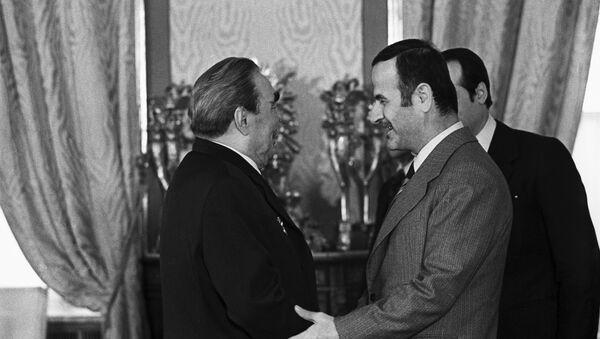 Leonid Breżniew i Hafez Asad w Moskwie, 1980 rok - Sputnik Polska